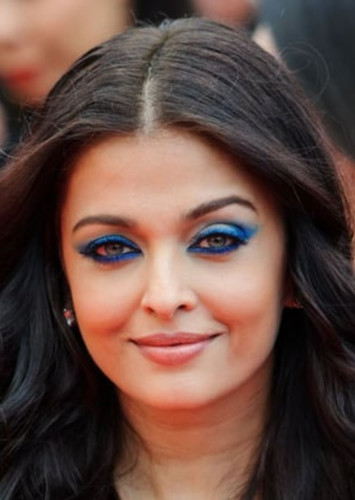 Aishwarya Rai Bachchan as Shuba in Family Life