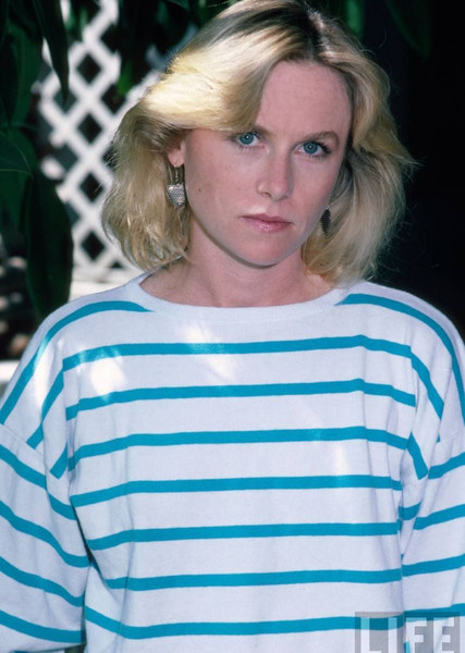 Amy Madigan as Molly Sinclair in While She Was Out (1988)