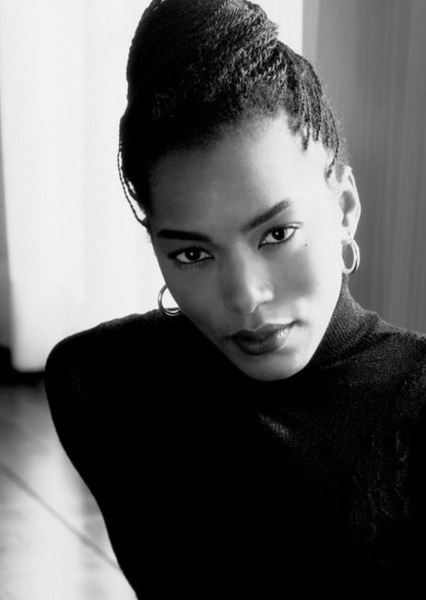 Angela Bassett as Annie Farrell in Collateral (1994)