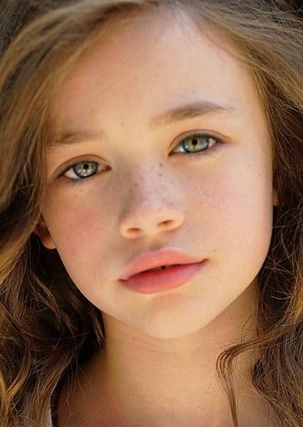 Aria Lyric Leabu as (Young) Clary in The Mortal Instruments