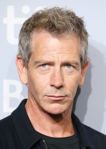 Ben Mendelsohn as Greg Gutfeld in In the Foxhole