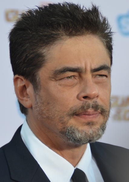Benicio del Toro as Ramirez in Manhunt Movie