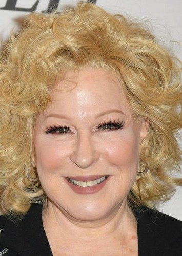 Bette Midler as Concepcion de la Fuente Garcia in Aqui no hay quien viva international