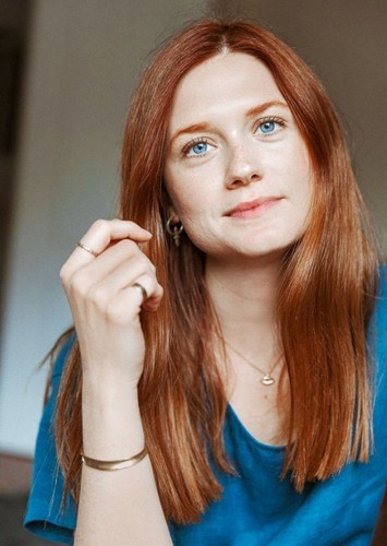 Bonnie Wright as Jemima Puddle-Duck (voice) in Peter Rabbit