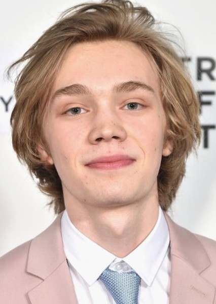 Charlie Plummer as Young Tate in Where the crawdads sing