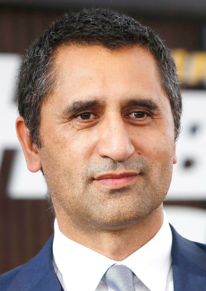Cliff Curtis as Travis Manawa in Fear the Walking Dead