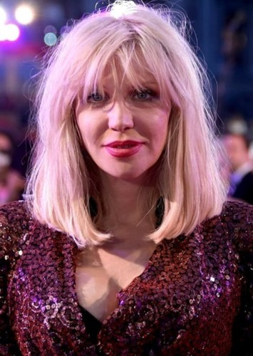 Courtney Love as Harleen Quinzel in Batman: O Cavaleiro de Gotham