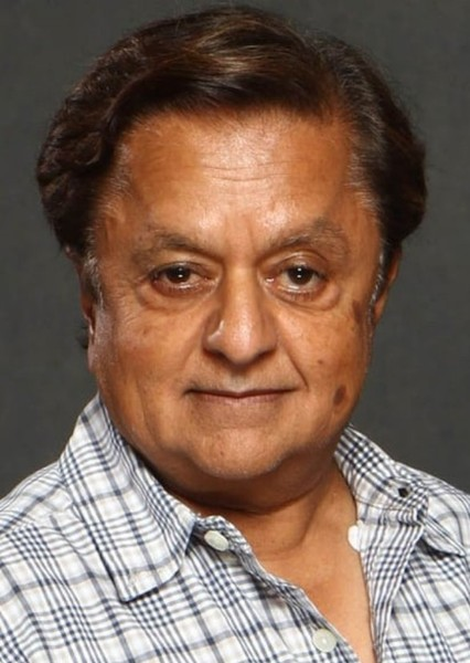 Deep Roy as R2 D2 in Star Wars: Attack of the Clones (Episode II) (1992)
