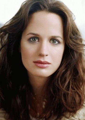 Elizabeth Reaser as Alicia Kelly in Two Can Keep A Secret