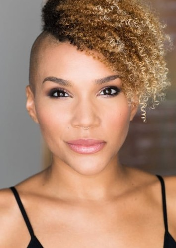 Emmy Raver-Lampman as Allison Hargreeves in The Umbrella Academy