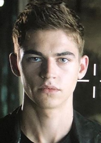 Hero Fiennes Tiffin as Paul in New Years Eve