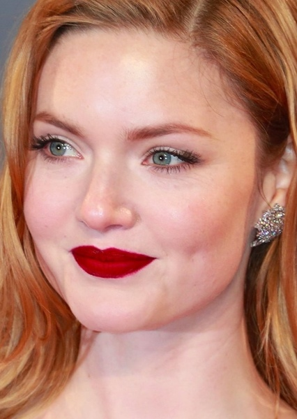 Holliday Grainger as Hannah in The Guest List