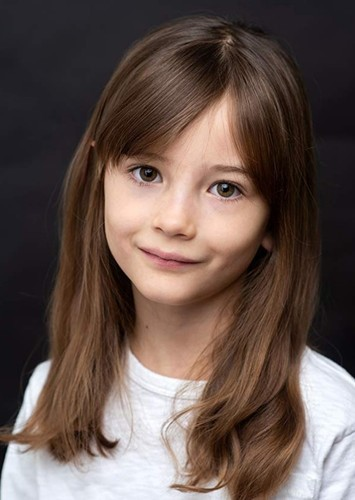 Indica Watson as Annabelle in Benji