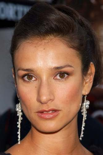 Indira Varma as Countess Marya Zaleska in Dracula's Daughter
