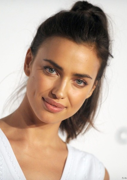 Irina Shayk as Wonder Woman in WONDER WOMAN : CHANGE BY LOVE
