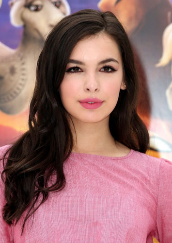 Isabella Gomez as Summer Roberts in California