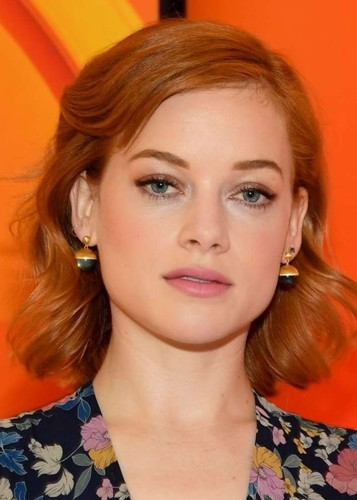 Jane Levy as Ivy in Carmen Sandiego