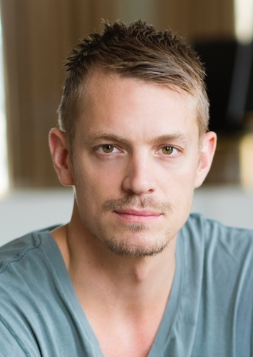 Joel Kinnaman as Axton in Borderlands