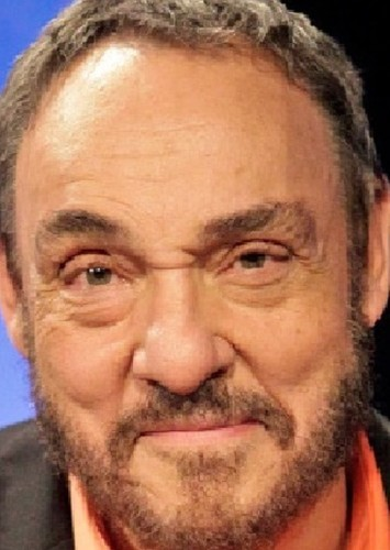 John Rhys-Davies as Andres Guerra in Aqui no hay quien viva international