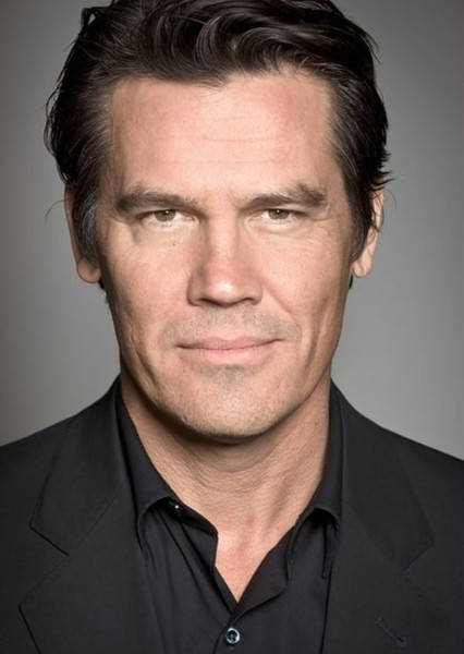 Josh Brolin as Dr .THOMAS WAYNE in WONDER WOMAN : NEW LIFE , NEW CHALLANGE