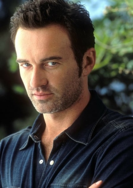 Julian McMahon as LARRY LANCE in Green Arrow: The Emerald Archer