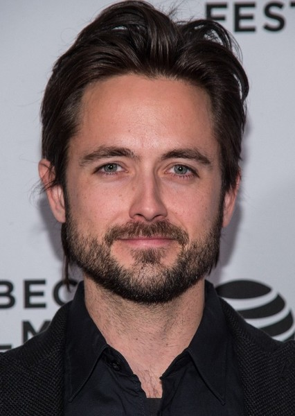 Justin Chatwin as Kenny Loggins in The Voice