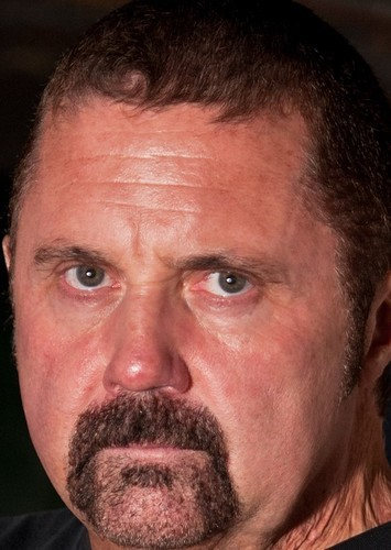 Kane Hodder as Mestre dos Bonecos in Batman: O Cavaleiro de Gotham
