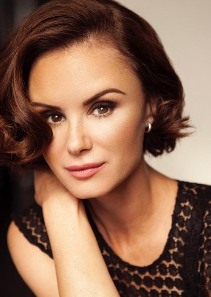 Keegan Connor Tracy as Mama Bear in The Berenstain Bears