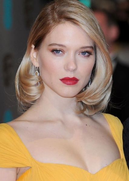 Léa Seydoux as Noémie Nioche in The American