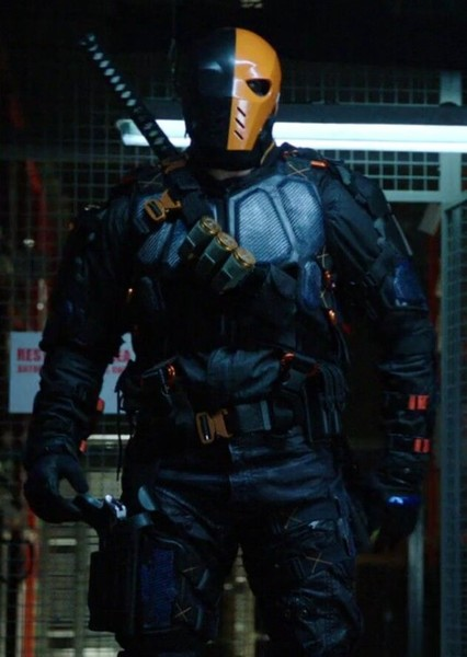 Manu Bennett as Slade Wilson (DC) in Superheroes and Supervillains