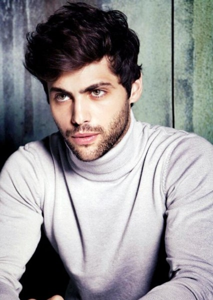 Matthew Daddario as Aspen in The Selection Series
