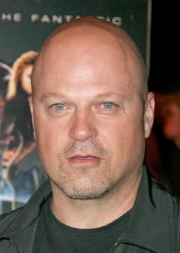 Michael Chiklis as Curtis Mooney in Killer Klowns from Outer Space