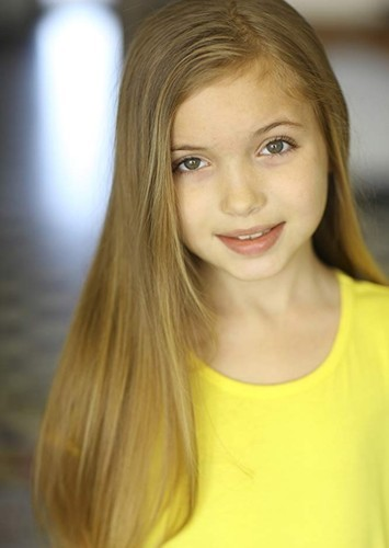 Rachel Ryals as Young Anna in Frozen