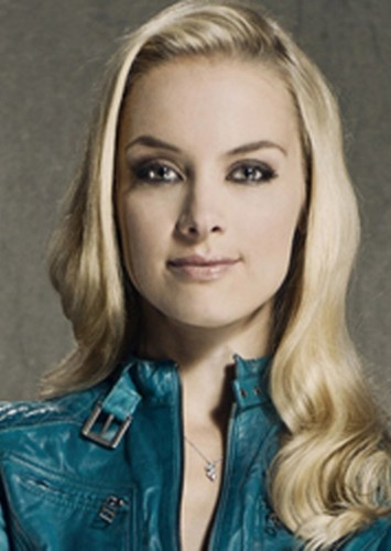 Rachel Skarsten as Ivy Mckay in Sibling Rivalry