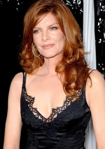 Rene Russo as Martha Wayne in Batman: O Cavaleiro de Gotham