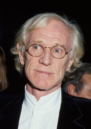 Richard Harris as Alfred Pennyworth in Batman: O Cavaleiro de Gotham