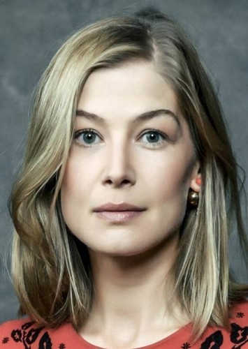 Rosamund Pike as Mrs. Coulter in The Golden Compass