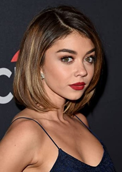 Sarah Hyland as Linda Mcfly in Back To The Future