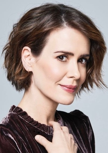 Sarah Paulson as Sarah Sawyers in Disney's fast and easy