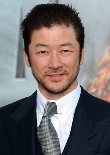 Tadanobu Asano as Inspector Zenigata in Lupin III   Live Action