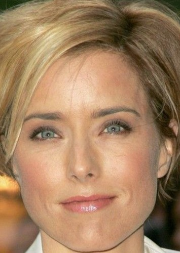 Téa Leoni as Aunt May in The Spectacular Spiderman 2: The Fantastic Adventure of Peter Parker