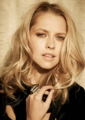 Teresa Palmer as Elena Fisher in Uncharted (TV series)