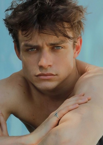 Thomas Doherty as Link Anthony Larkin in The Swing of Dance and Love