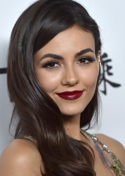 Victoria Justice as Prom Queen in Hollywood Superlatives