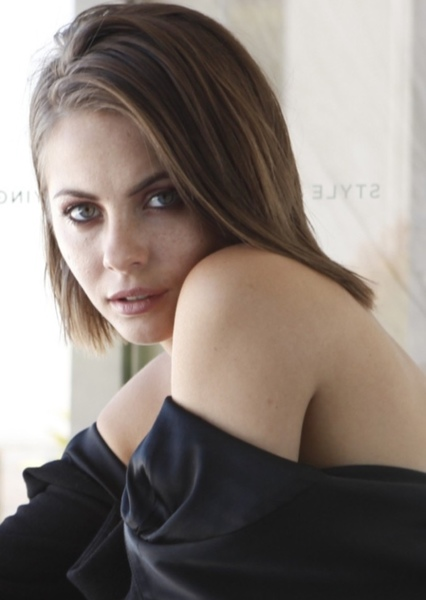 Willa Holland as THEA QUEEN in Green Arrow: The Emerald Archer