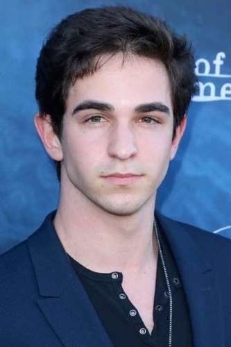 Zachary Gordon as Griffin byrne in New Years Eve