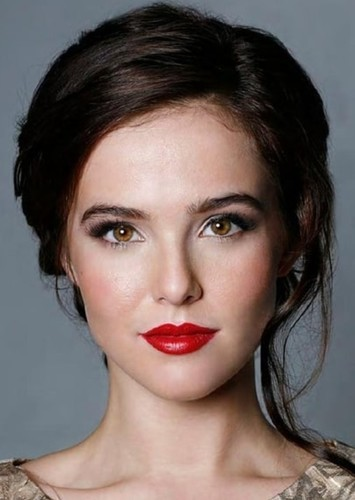 Zoey Deutch as Tate Collins in Ugly Love
