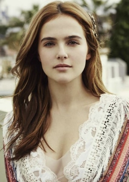 Zoey Deutch as Jessica Thompson in The Supers
