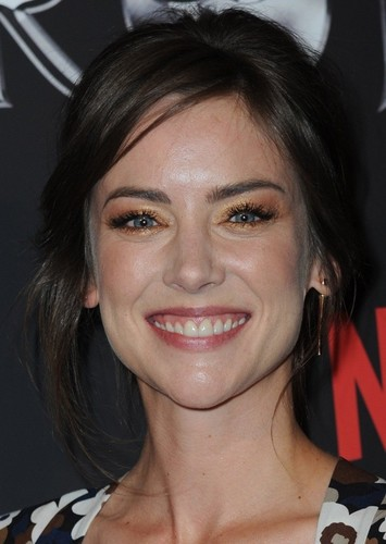 Jessica Stroup As Mary Ann Summers In Gilligans Island Mycast