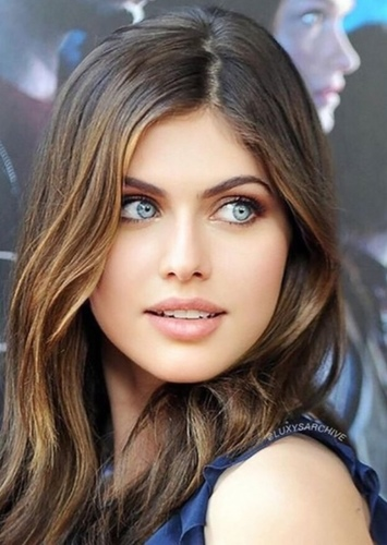 Alexandra Daddario as Valarie in Earth Girls are Easy